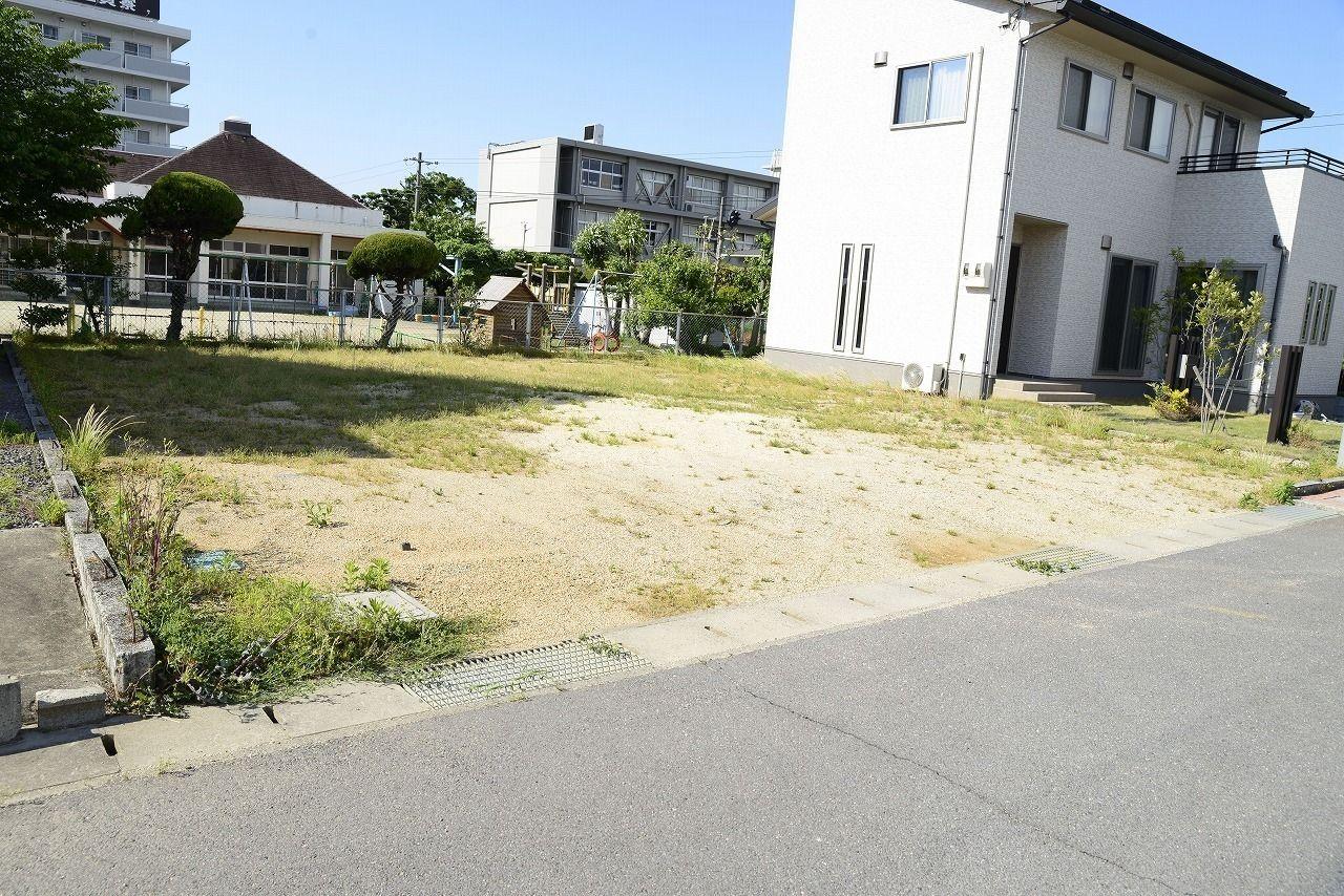 琴平町・保育所、幼稚園、小学校が近く、最寄駅も徒歩10分で便利な場所にあります。