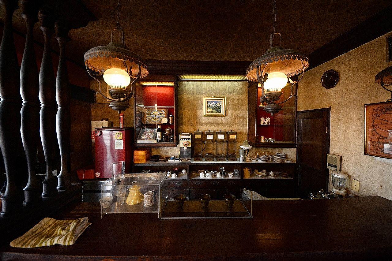 高松市仏生山町844・店舗兼住居・店舗24.50坪、住居25.11坪 ・昭和の雰囲気の残る喫茶店跡・みやざき不動産