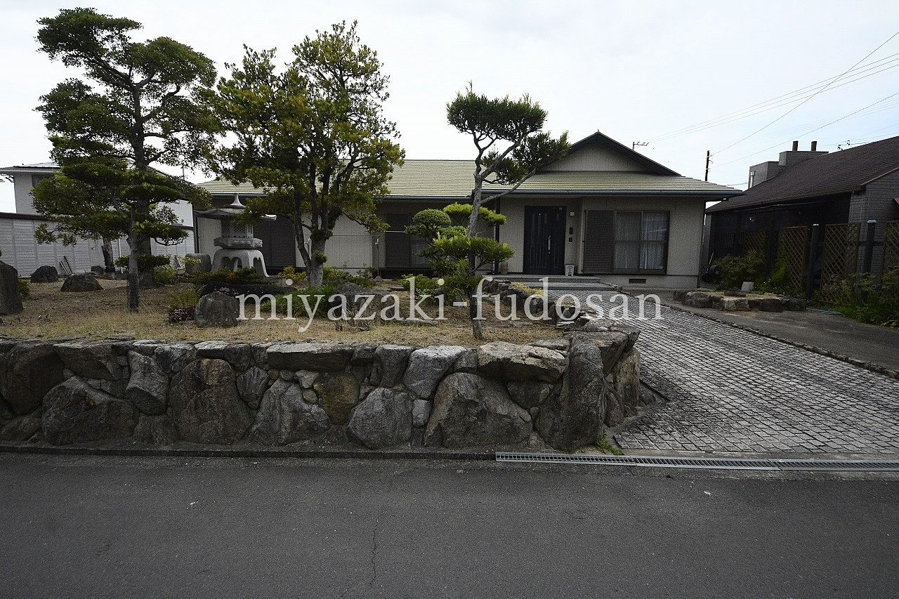 下田井町、広大な800坪の敷地にバリアフリーの戸建て、喫茶店の店舗があります。