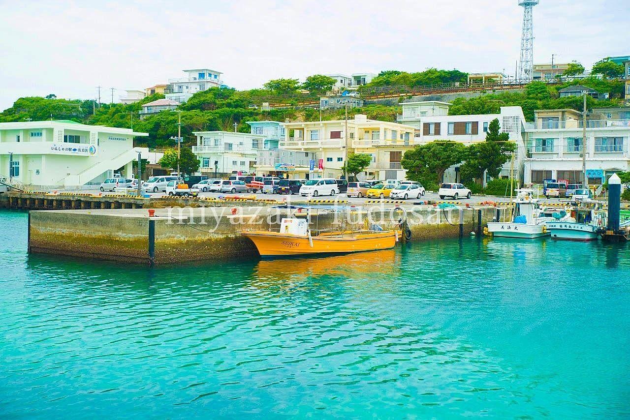 「伊良部島、佐良浜港少し北の高台の住宅地」