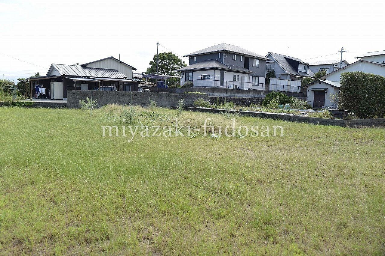 綾川町畑田の挿頭丘駅から徒歩2分、約200坪の眺めのいい高台にある売り土地。