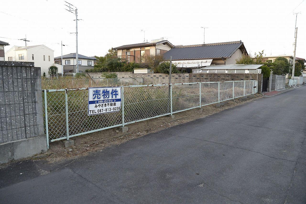 高松市鹿角町の静かな住宅街にある売土地です。