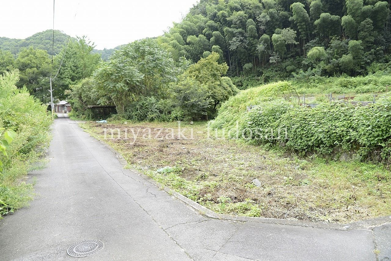 塩江町・国道193号線から入ってすぐののどかな場所にあります。