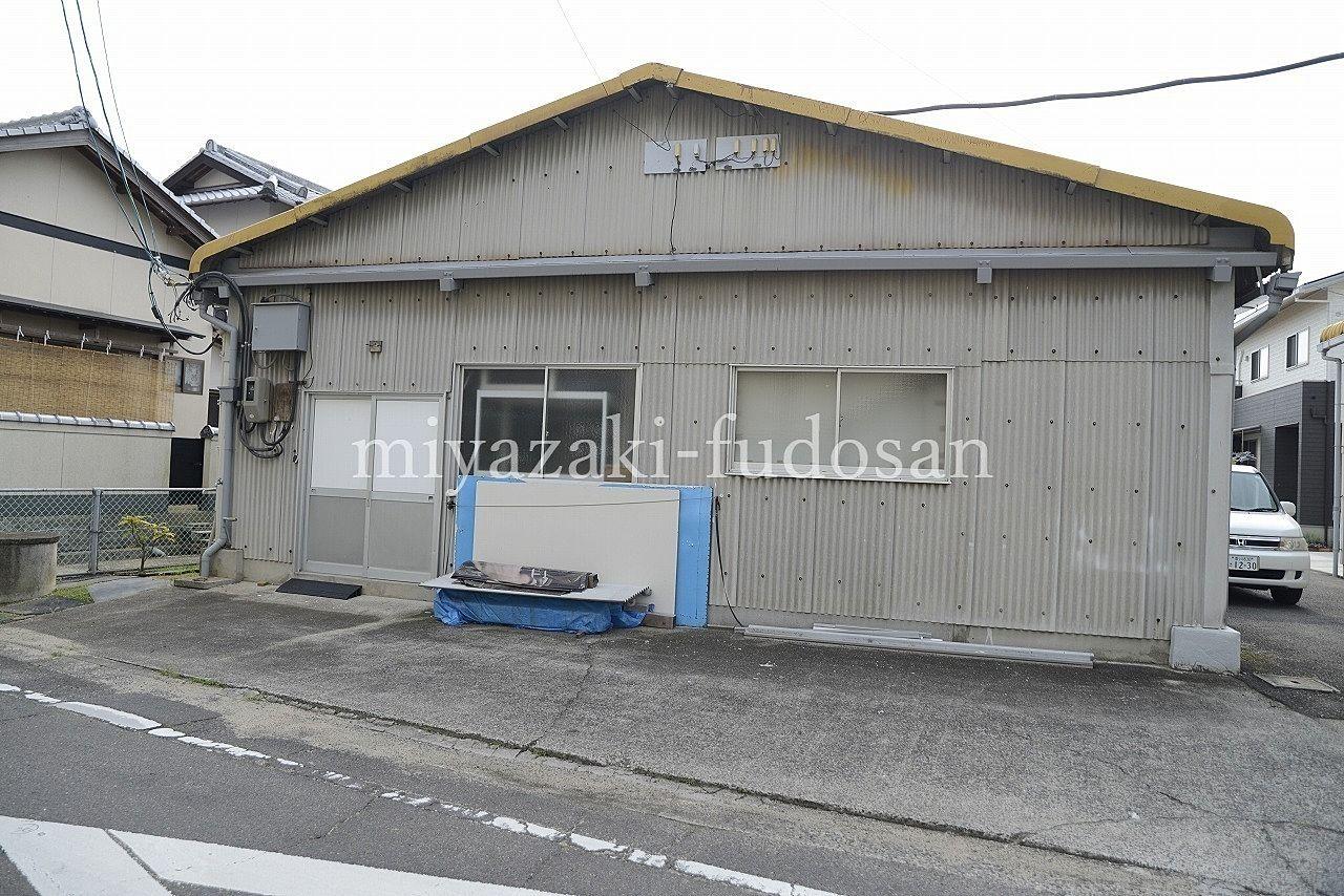 高松市東山崎町の122坪の倉庫。
