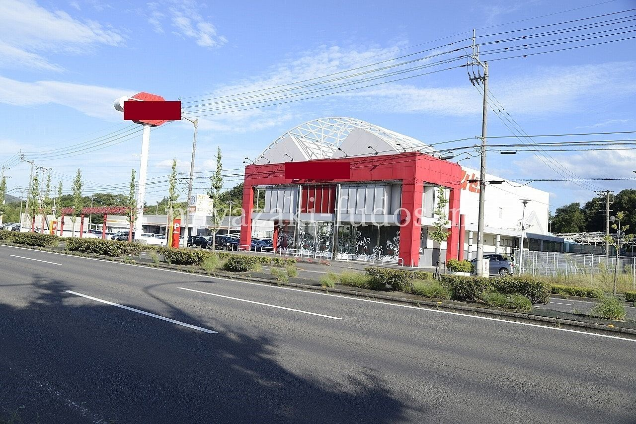 高松市国分寺町新居・国道11号線沿い・店舗238坪の駐車場120台以上!