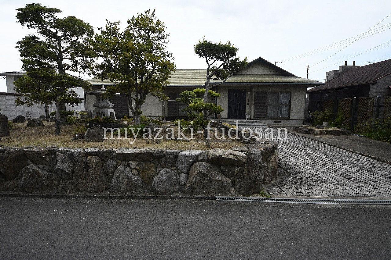 下田井町、日本庭園の庭のある平屋建と洋風の店舗。