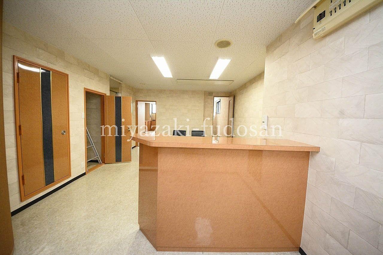 瓦町のトキ新にある、落ち着いた雰囲気のあるオフィス物件。